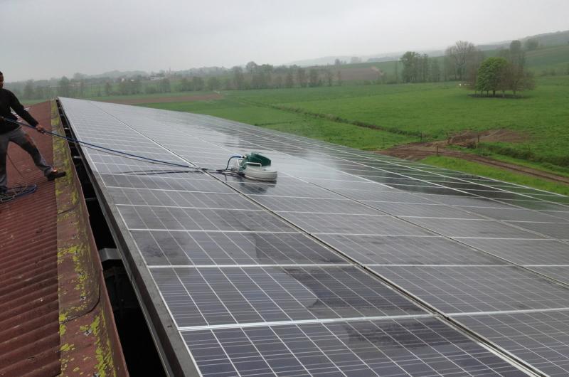 Nettoyage des champs photovoltaïque